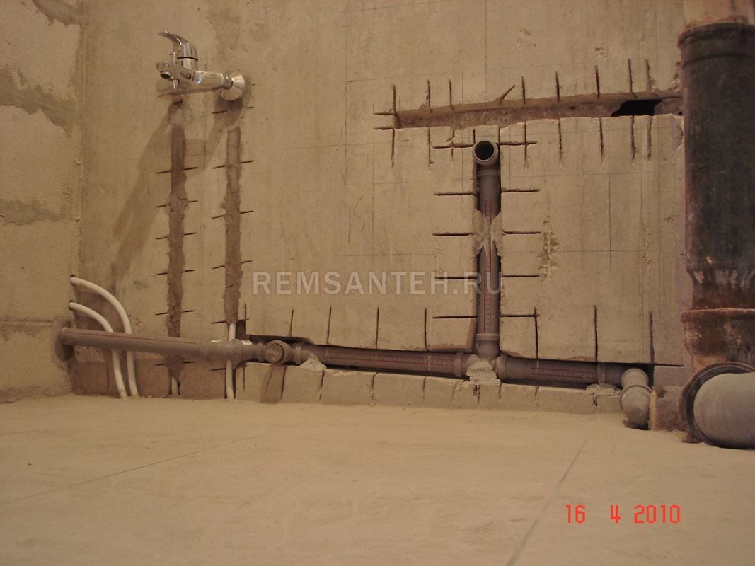 Проводка труб в ванной комнате 140